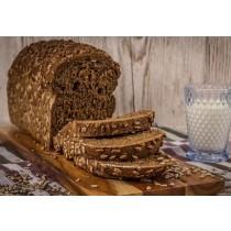 Brood dubbel donker met zonnepit heel ongesneden vers