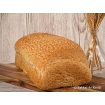 Brood bruin tijger heel gesneden vers