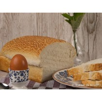 Brood Tijger wit half gesneden vers